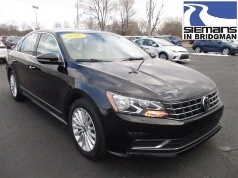 Pre-Owned 2016 Volkswagen Passat 1.8T SE w/Technology